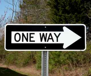 Picture of a one way right sign